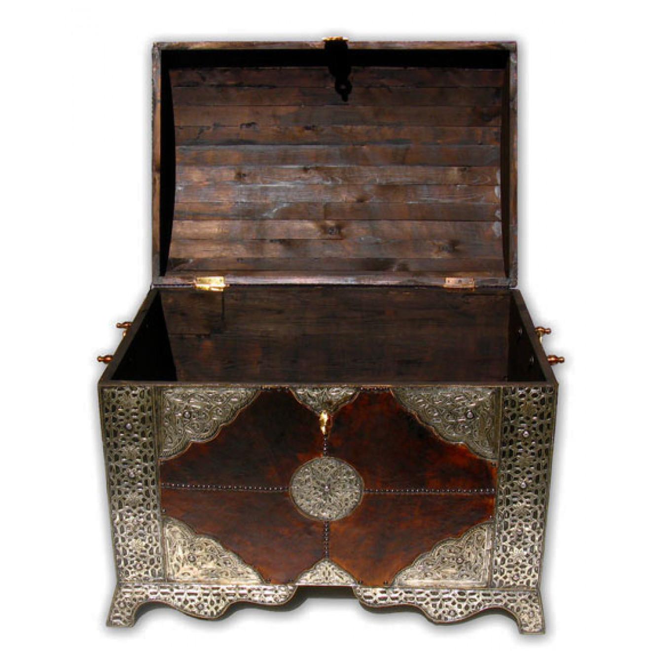 orientalische xl truhe mit leder und silber metall. Black Bedroom Furniture Sets. Home Design Ideas