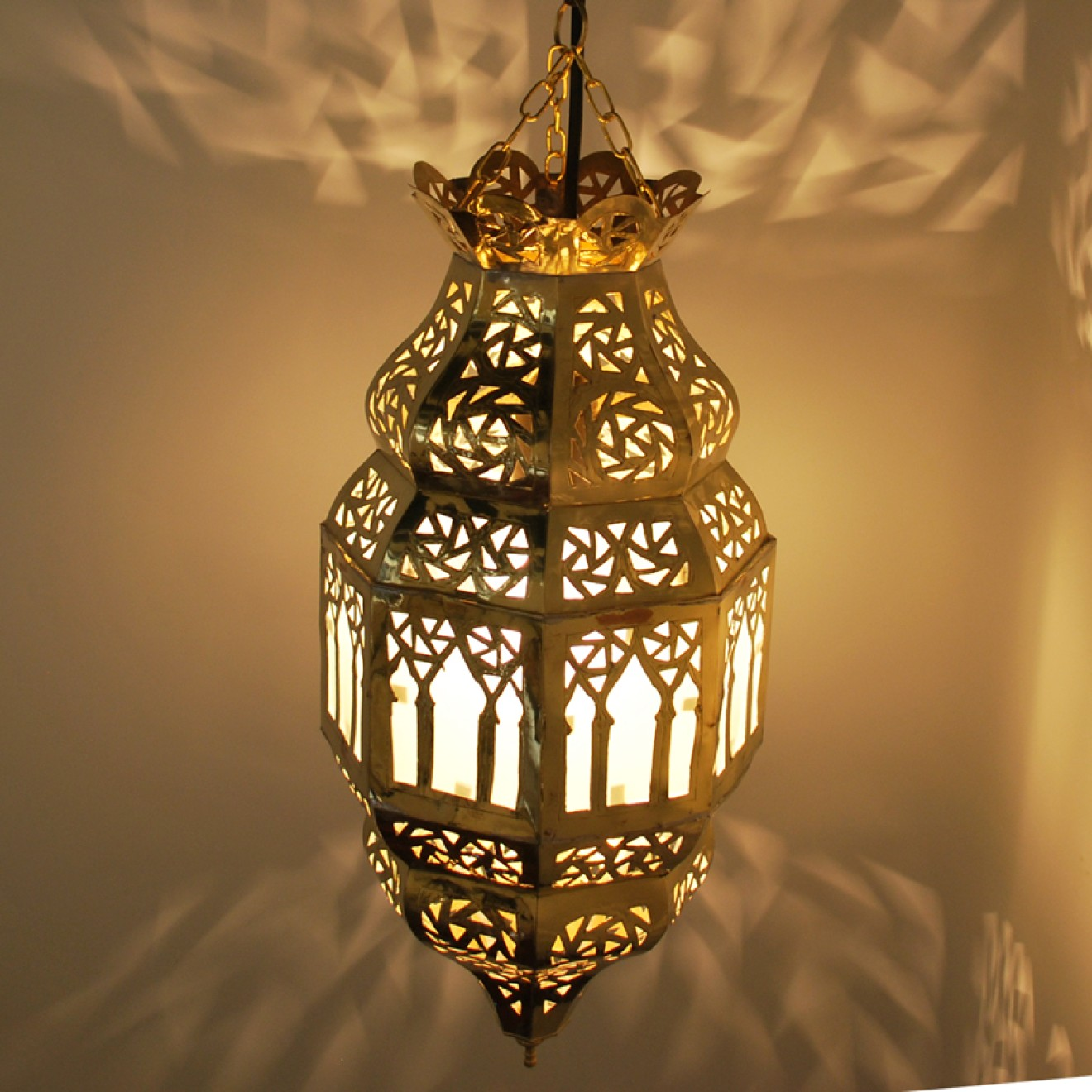 orientalische marokkanische h ngeleuchte lampe laterne moulati aus messing smash. Black Bedroom Furniture Sets. Home Design Ideas